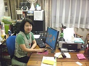 前田先生の教室では自分の歴史を紐解きながら、パソコンの使い方も覚えられる。